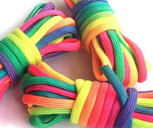 Разноцветные капроновые шнурки и нити