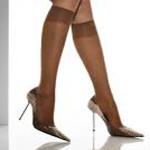 Женские туфли на каблуках носятся с капроновыми гольфами